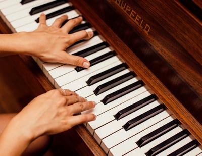 郎朗四手聯彈《獅子王》-帶您了解鋼琴啟蒙教育!