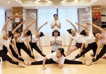 全美瑜伽聯盟RYT200認證培訓班