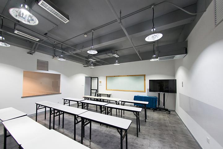 天津雅典娜職業教育_整潔的教室