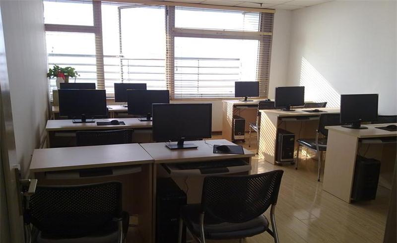 天津博奧教育_明亮的教室