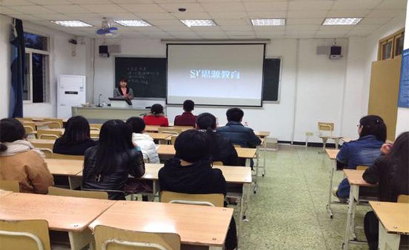 上海思源教育_同學正在討論