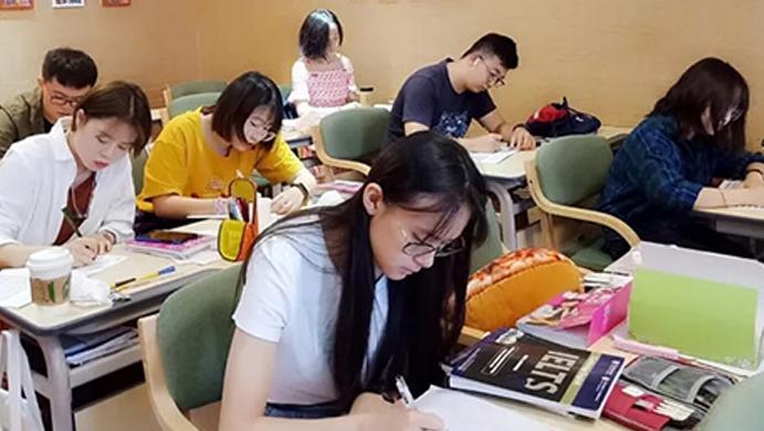 太原學為貴教育_學員認真檢查