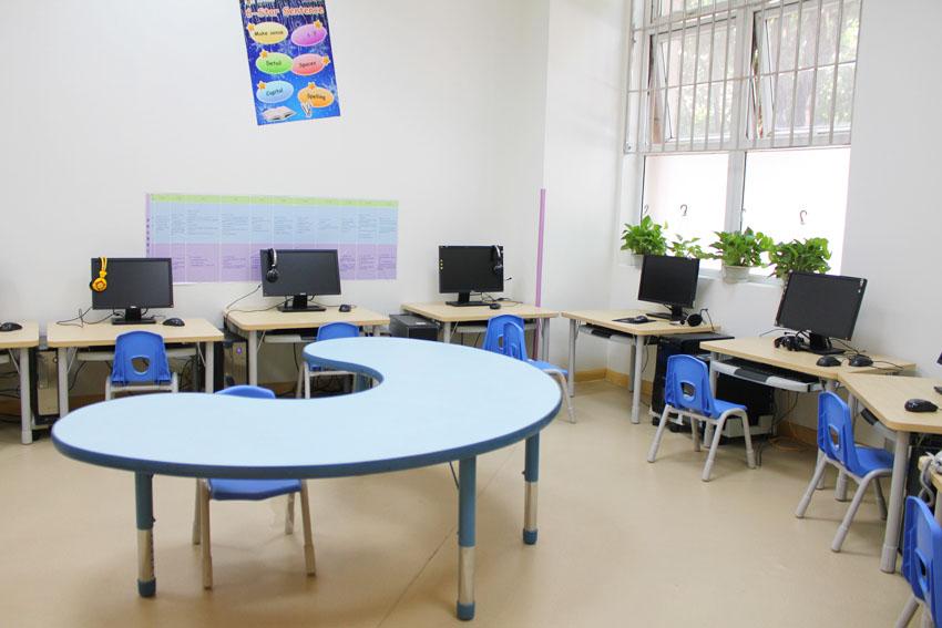 成都瑞思學科英語_電腦教室